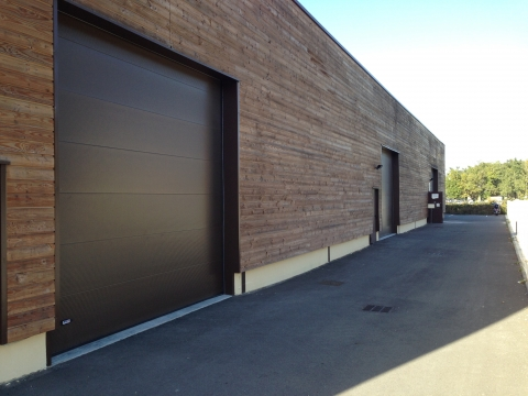 A LOUER - LOCAL D'ACTIVITE AVEC BUREAUX - 330 m²