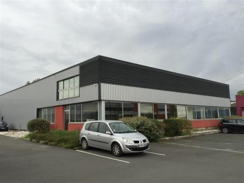 Parc d'activités Bordeaux Nord - A proximité du nouveau stade et du pont d'aquitaine - Entrepôt avec bureaux à louer
