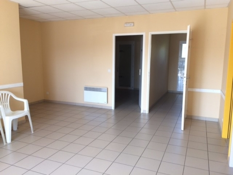 Location Bureaux PINEUILH - Photo 2