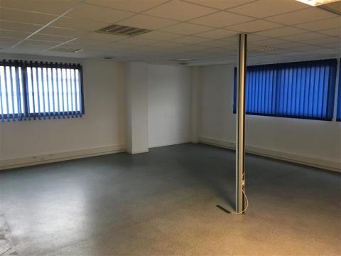 Location Bureaux LE HAILLAN - Photo 5