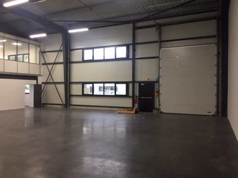 A LOUER/A VENDRE - LOCAL D'ACTIVITE - 880 A 440 m²