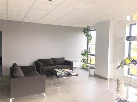 Location Entrepôts LESQUIN - Photo 2