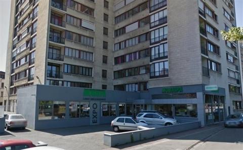 REZ-DE-CHAUSSéE COMMERCIAL ENTIEREMENT VITRé - STATIONNEMENT PRIVATIF