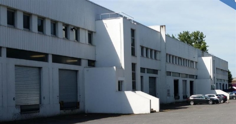 Location Entrepôts LESQUIN - Photo 1