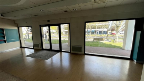 Location Commerces TORCY - Photo 1