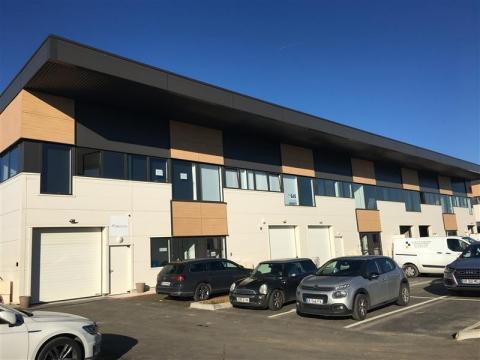 PARC DE BUSSY - Locaux d'activité et bureaux climatisés à louer au pied de l'A4