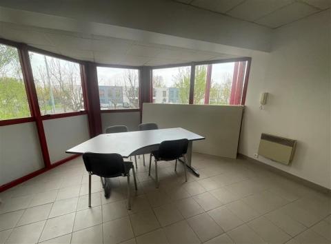 Bureaux à louer zone Charles de Gaulle à Tremblay en France
