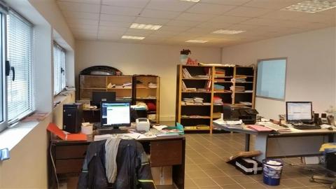 Location Activités Entrepôts MOUSSY LE NEUF - Photo 3
