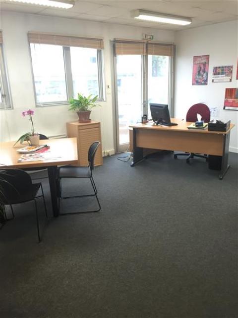 Plateau de bureaux en RDC - 248 m2 à louer