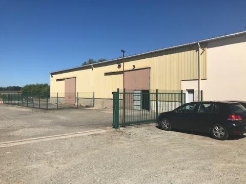 Location Entrepôts CARQUEFOU - Photo 1