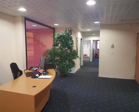 BUREAUX 330 m² NORD-OUEST- Très bon accès routier