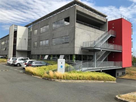 BUREAUX A LOUER - ACCES PRIVILEGIE AVEC PARC DE STATIONNEMENT PRIVE