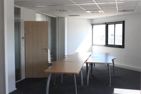 Location Bureaux BOUGUENAIS - Photo 1