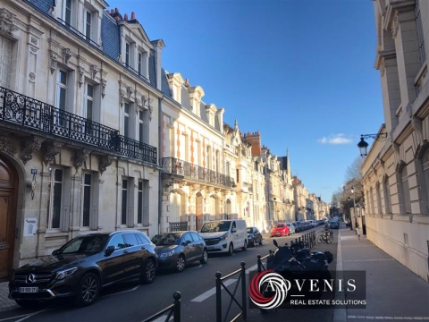 IMMEUBLE DE BUREAUX DE 515 m² EN R+3 à vendre à Orléans centre