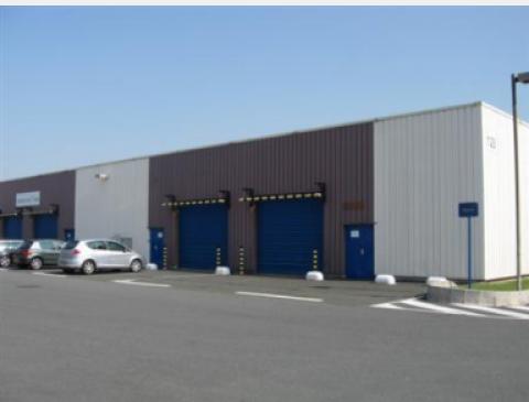 Entrepôt logistique avec 2 quais à louer - Parc Juliette - Orly