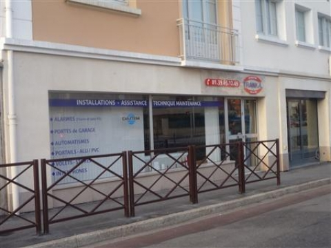 Location Commerces POISSY - Photo 1