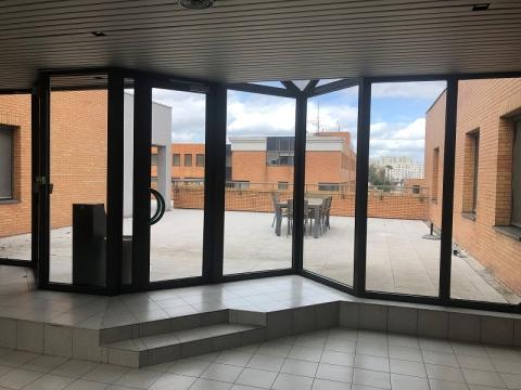A LOUER 651 m² et 250 m² de bureaux ST GERMAIN