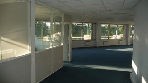 Bureaux à louer - de 210 M² à 1528 m² - Toulouse Sept Deniers