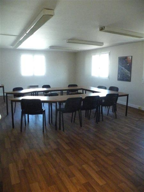 A LOUER - BUREAUX - 135 m² - ZI THIBAUD