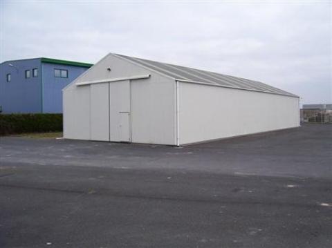 BÂTIMENT D'ENVIRON 300 M², PROCHE AUTOROUTE sur terrain d'environ 2 910 m².