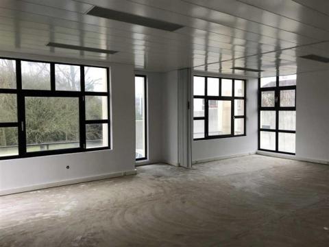 Bureaux climatisés d'environ 181 m² et 240 m², à vendre à louer, à proximité de Tours