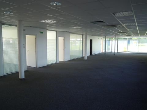 BUREAUX ETAT NEUF D'ENVIRON 238 m² et 450 m² à louer sur TOURS NORD