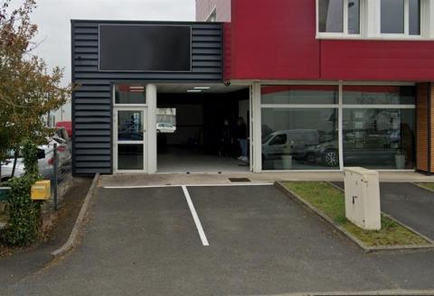 Local d'activités ou commerce d'environ 291 m² disponible prochainement à la location à Chambray-les-Tours