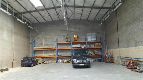 Local d'activités d'environ 525 m² à vendre à Joué-les-Tours, disponible immédiatement