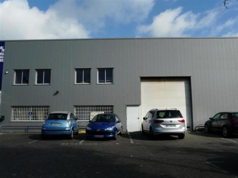 LOCAL D'ACTIVITÉ D'ENVIRON 765 m², disponible à la location immédiatement