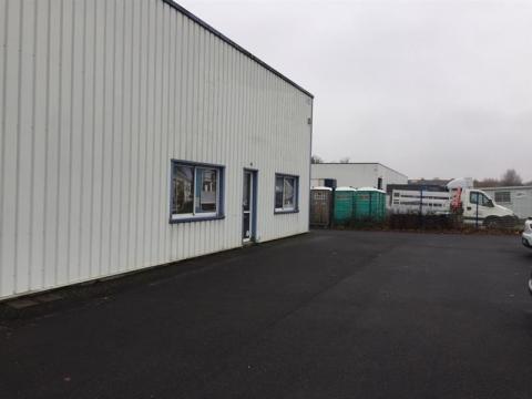 Local d'activités d'environ 500 m²  situé au Nord de Tours