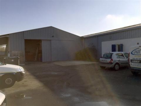 Local d'activités d'environ 676 m², disponible à l'achat au Nord de Tours