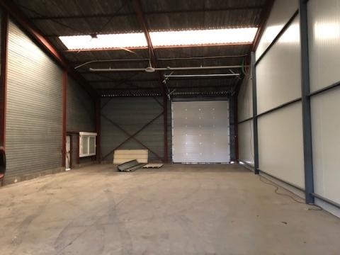 LOCAUX D'ACTIVITES D'ENVIRON 250 M²  ET 800 m², A LOUER A CHAMBRAY-LES-TOURS