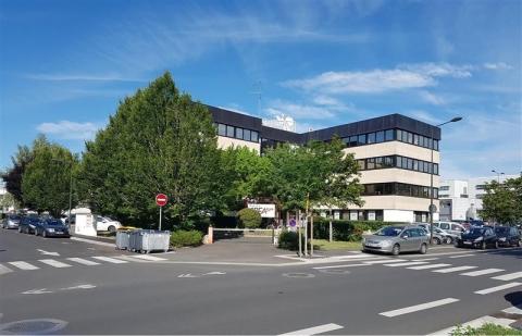 BUREAUX AVEC ASCENSEUR à SAINT AVERTIN - 99 m² m² à louer à proximité de Tours