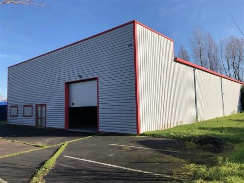 Local d'activités d'environ 717 m², disponible à l'achat ou à la location à l'est de Tours (Montlouis-sur-Loire)