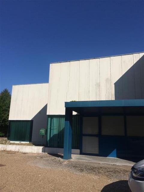 LOCAL COmmercial - 260 m² environ - A louer - A vendre - Blois
