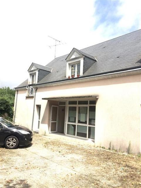 LOCAUX COMMERCIAUX / BUREAUX - 77 m² environ - A LOUER - SAINT GERVAIS LA FORET