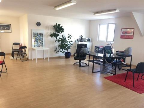 Plateau de bureaux en R+1 - 70 m² environ - A LOUER - BLOIS ZI NORD