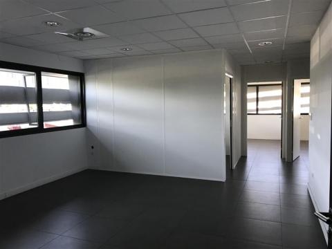 Location Bureaux CASTELNAU LE LEZ - Photo 1