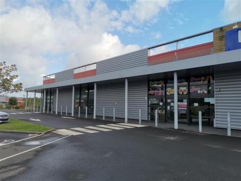 Location Commerces LANVALLAY - Photo 1
