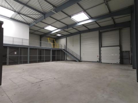 Local d'activités d'environ 752 m² à vendre au nord de Rennes
