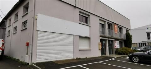 A louer bureaux sur deux niveaux avec possibilité showroom d'une surface totale de 215 m²