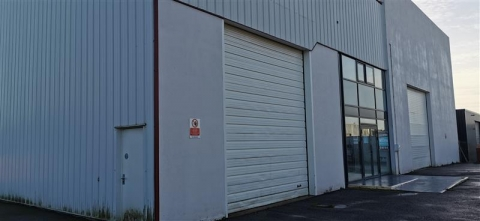 Bâtiment d'activités/stockage indépendant de 775 m² édifié en bordure de voie passante