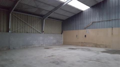 Locaux d'activités de 375 m² avec bureau d'accompagnement