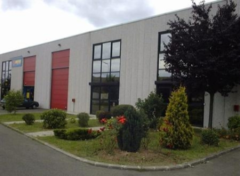 Location Entrepôts MAUREPAS - Photo 1