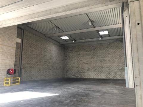 Location Activités Entrepôts ELANCOURT - Photo 1