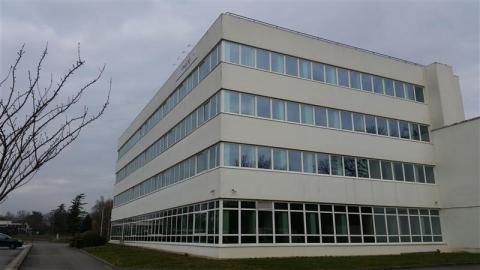 Location Bureaux et activités légères BUC - Photo 1