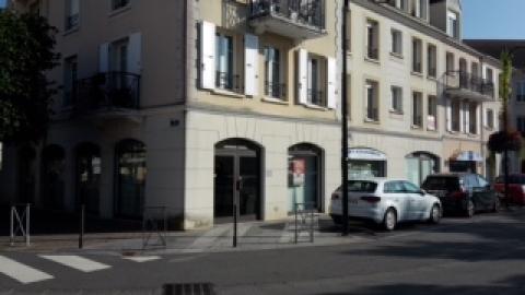 Location Commerces VOISINS LE BRETONNEUX - Photo 1
