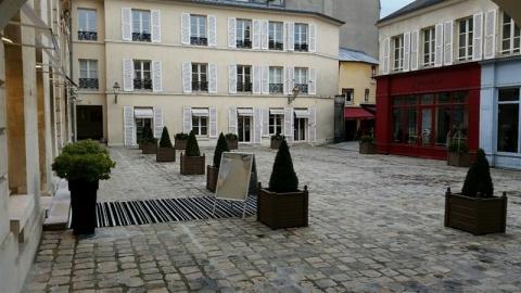 Location Commerces VERSAILLES - Photo 1