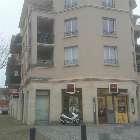 Location Commerces ELANCOURT - Photo 1