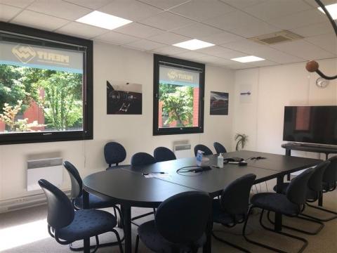 Location Bureaux MONTIGNY LE BRETONNEUX - Photo 1